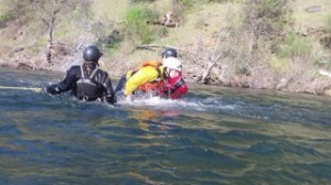 skill training during our beginners river rescue course with UC Davis